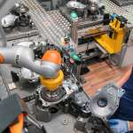 /xtredimg/2020/Automation/Ausgabe300/22055/web/Foto_BMW_highres_human-robot-collabor.jpg